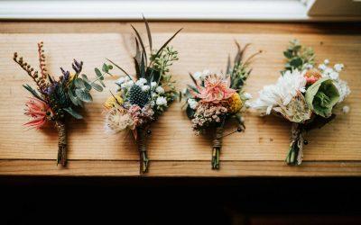 La bottoniera: il fiore all'occhiello per lo sposo e per i testimoni del matrimonio